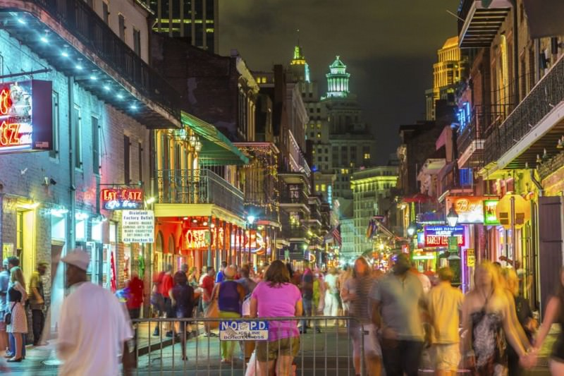 bourbon_street_new_orleans_party