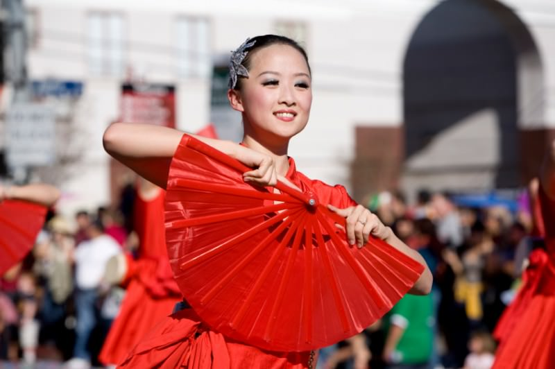 chinese_dance_parade_girl