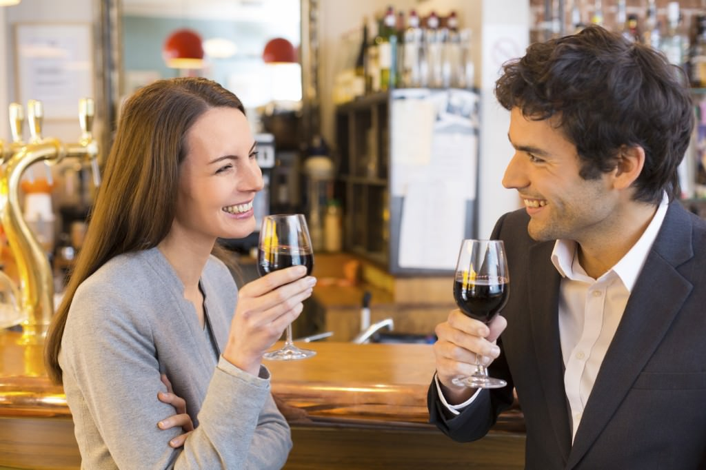 loving_couple_wine_france_single