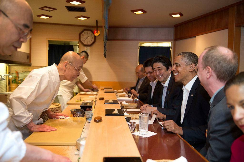 barack_obama_and_shinzo_abe_at_sukiyabashi_jiro_top 5 restaurants in the world