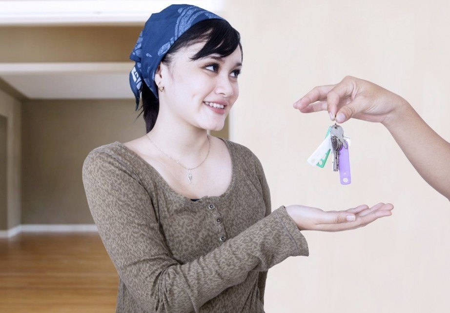 girl_apartment_keys