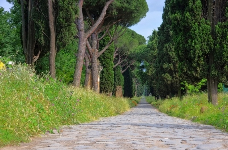 appian_way_iconic_roads_in_Europe