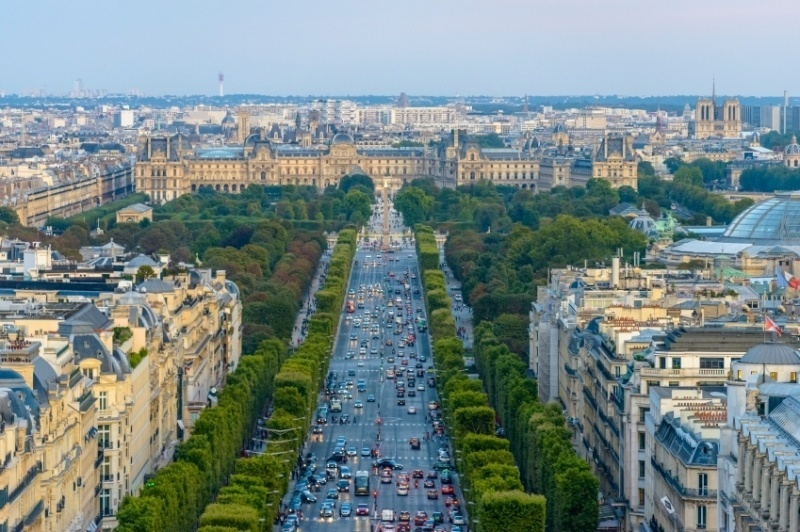 champs_elysees_iconic_roads_in_Europe