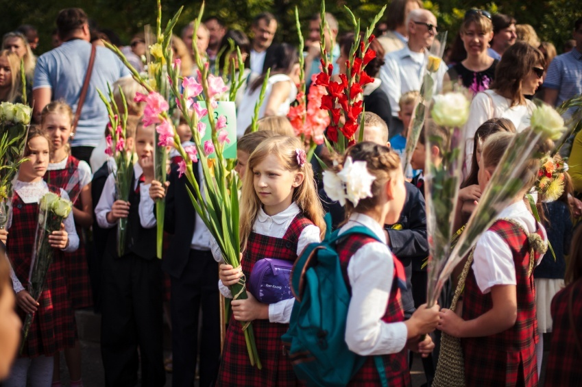 school children lithuania culture festival plants