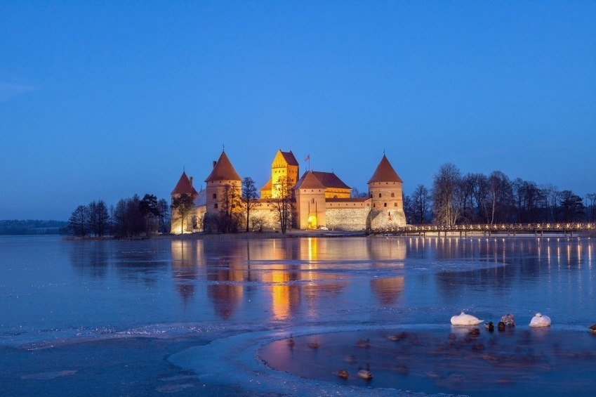 trakai castle lithuania water night island