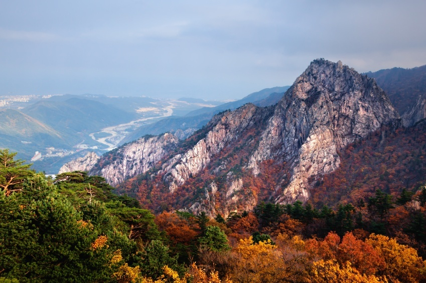 mountains landscape korea seoraksan leaves forest