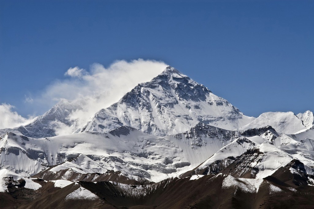 earth's extremes mount everest snowcapped sky