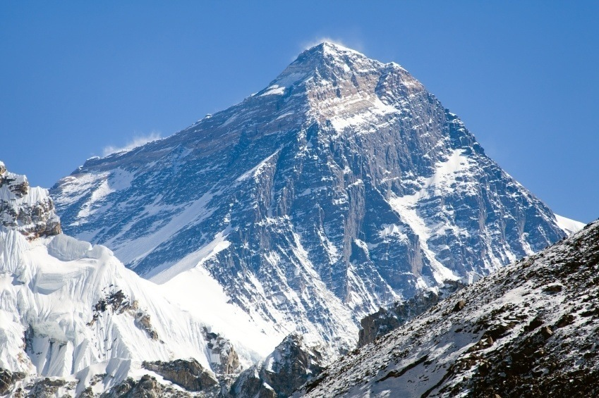 mount everest snowcapped peak