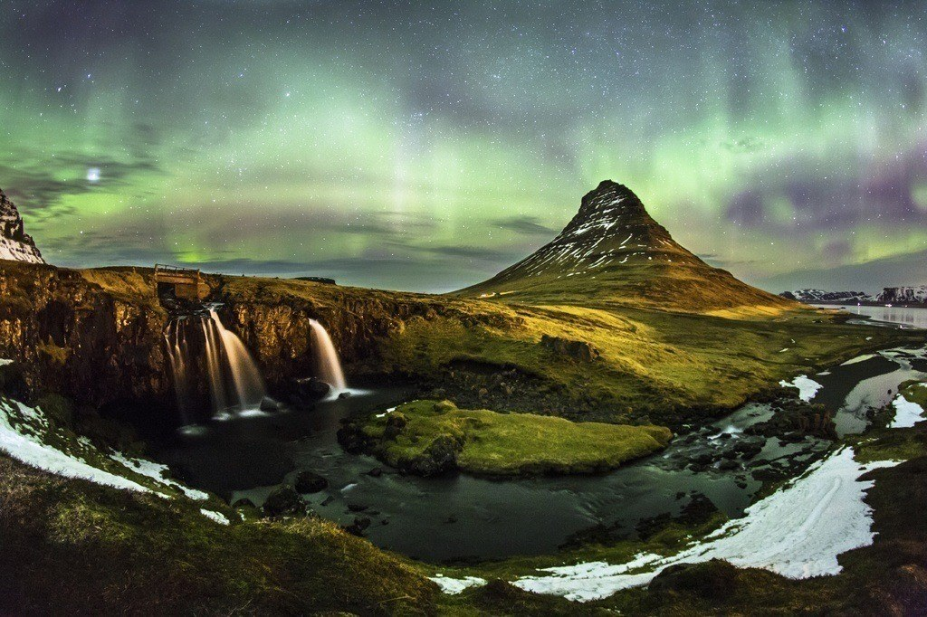 northern lights volcano iceland aurora borealis