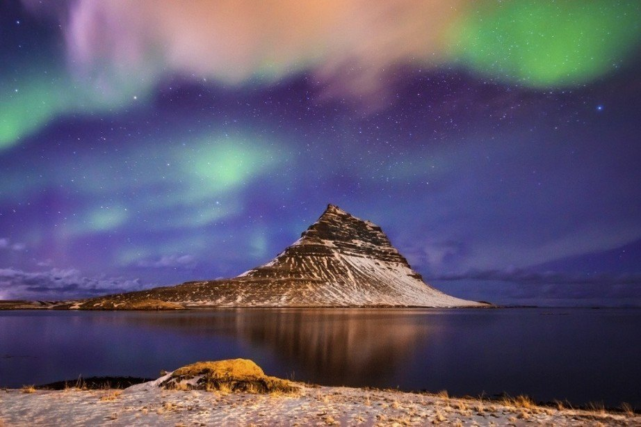 where to travel in iceland mountain northern lights aurora borealis night water