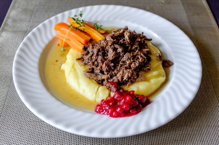 reindeer meat food potatoes carrots finland iceland