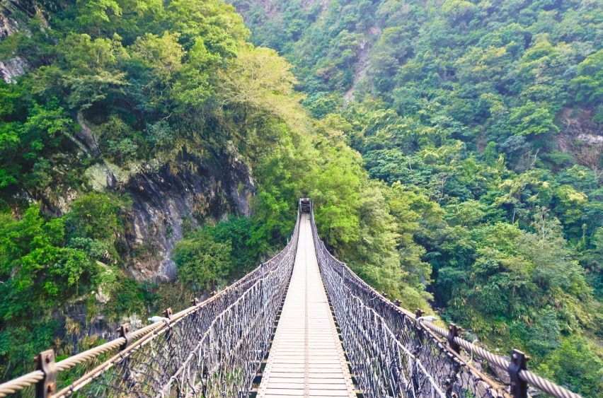 taiwan bridge rope gorge taroko national park