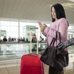 tourist scams woman travelling pickpocket stealing airport