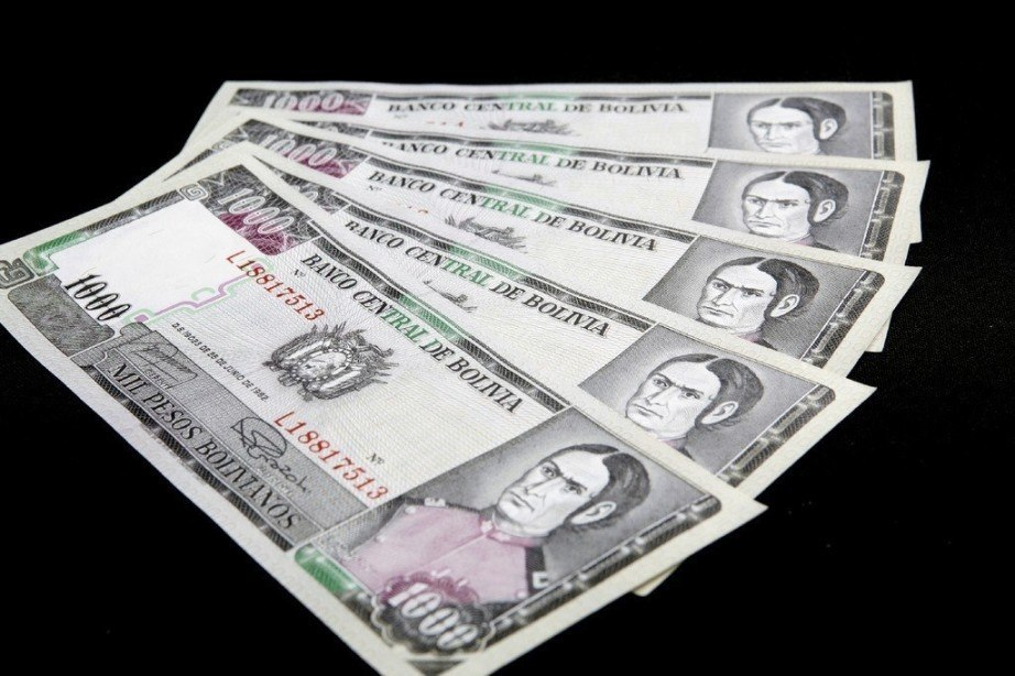 bolivian boliviano notes cash money fan black background