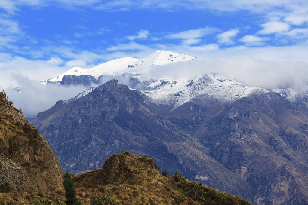 mountains bolivia snowcapped peaks range andes