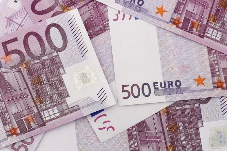500 euro notes pile money cash bills