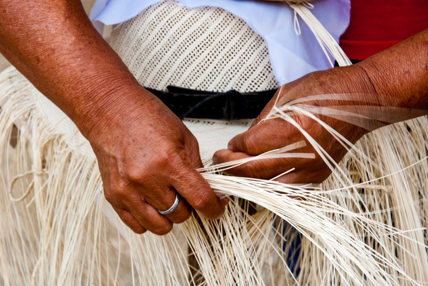 ecuador weaving hat hands