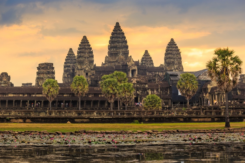 angkor wat temple cambodia sunset