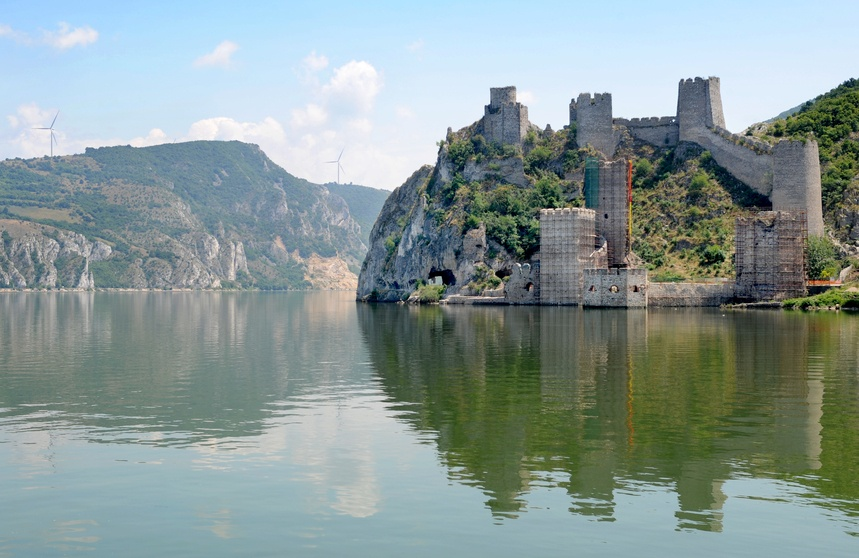 derdap national park golubac fortress castle river danube