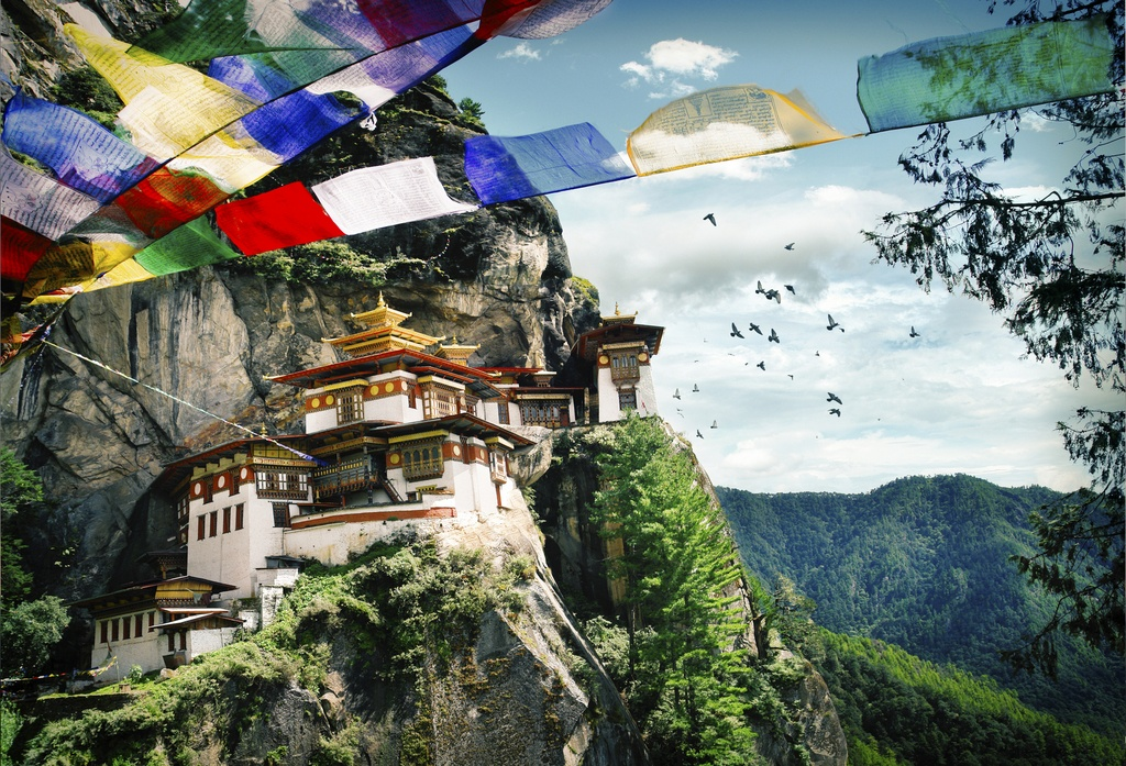 bhutan travel tiger's nest buddhist site mountains religion