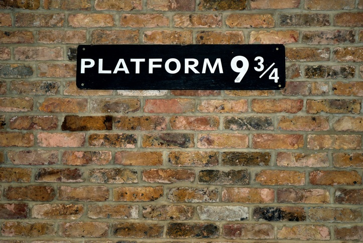 platform nine and three quarters harry potter king's cross train london