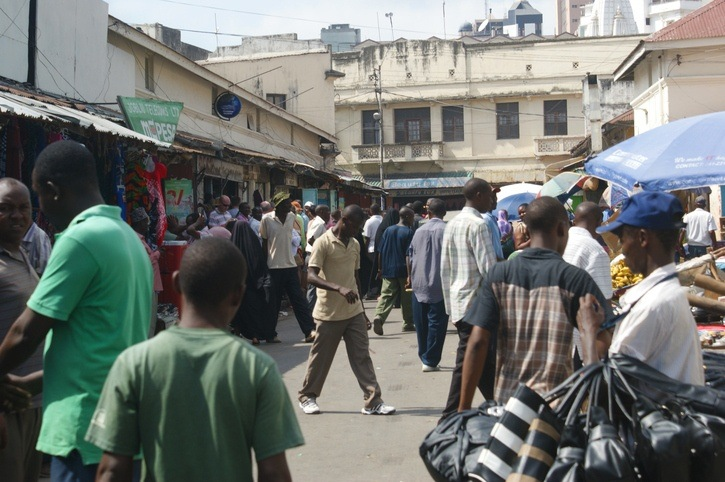 mombasa market people kenya crowded