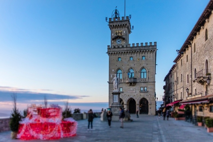 san marino plaza square tower people tourism