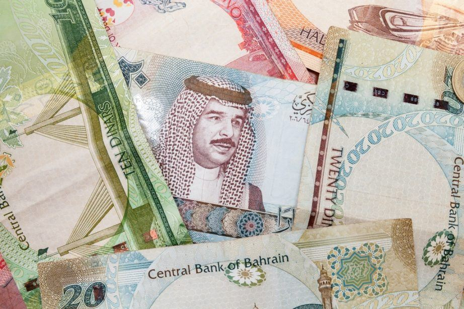 bahraini dinar currency money bahrain man portrait
