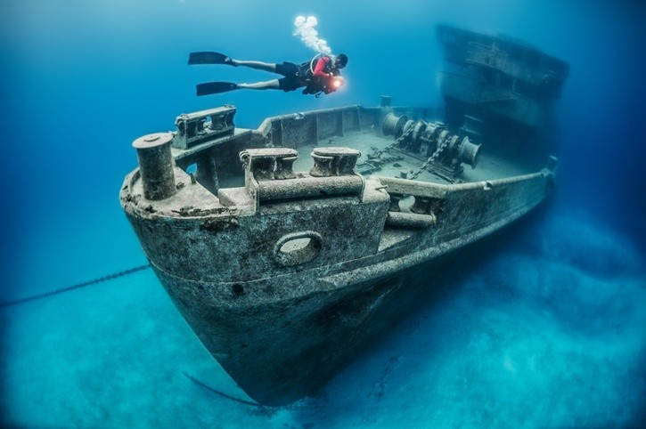 shipwreck cayman islands diver underwater scuba