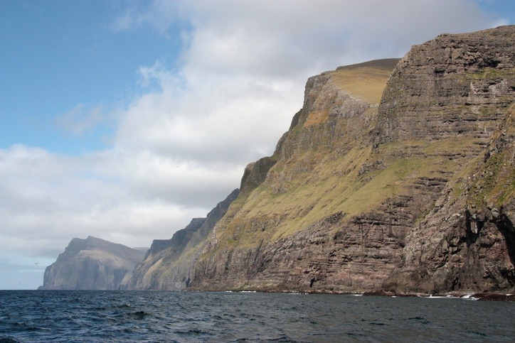 vest manna cliffs birds faroe islands atlantic ocean water