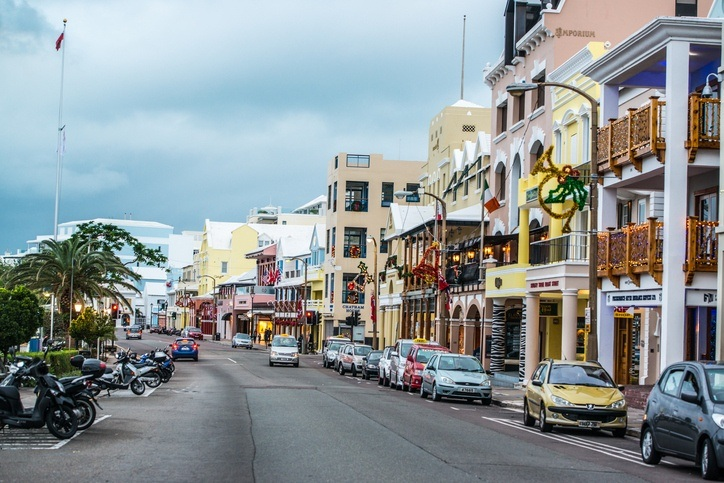 hamilton street bermuda cars road buildings colorful