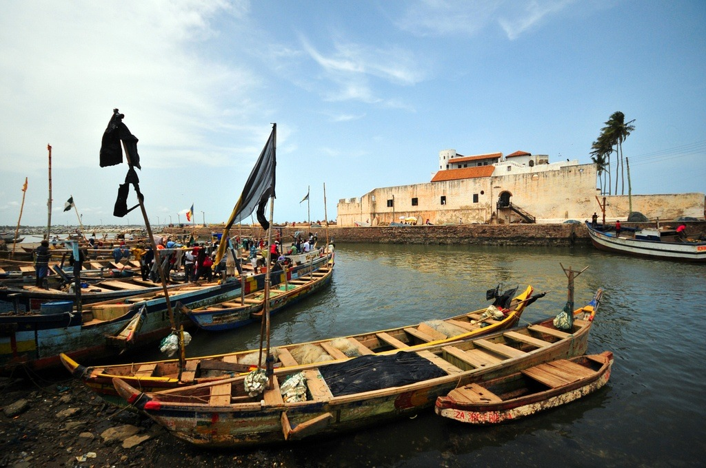 ghana travel elmina boats castle portugal rowing water ocean