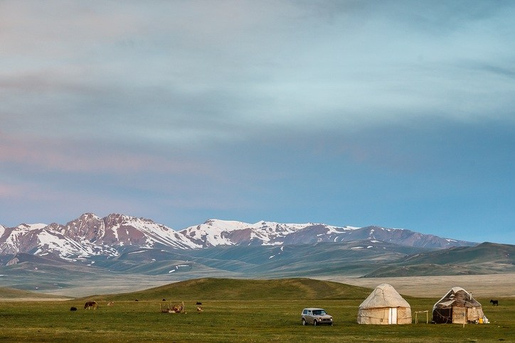kyrgyzstan yurt tent landscape steppe mountains