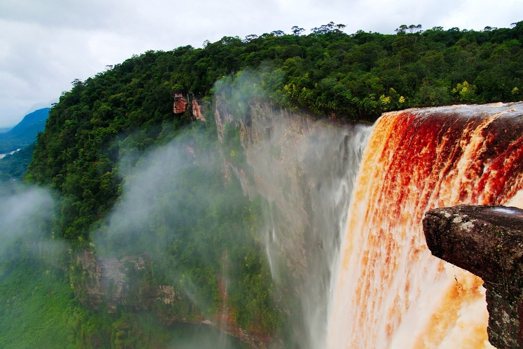 guyana travel kaieteur waterfall jungle water rushing
