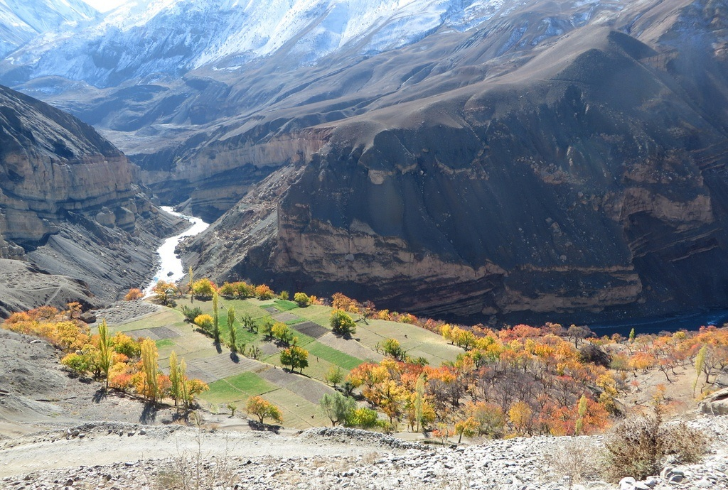 tajikistan zeravshan river valley landscape mountains