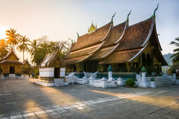 luang prabang wat temple buddhist city laos