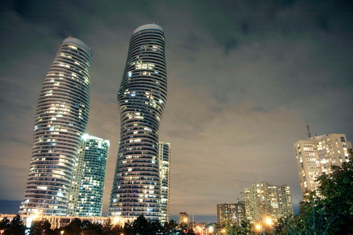 mississauga ontario skyline night marilyn monroe building